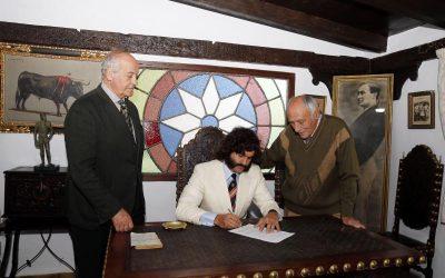 Morante firma el contrato para volver a Sevilla