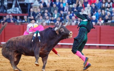 Sevilla: 5ª de abono – Oreja de saldo en un tostón de corrida