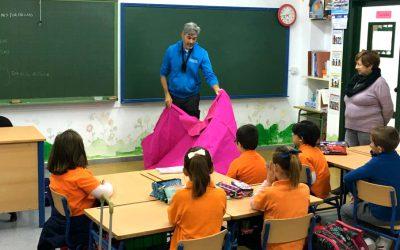 Curro Javier acerca el toreo a las aulas de un colegio sevillano