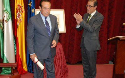 Curro Romero recogió el Premio de Cultura de la Universidad de Sevilla