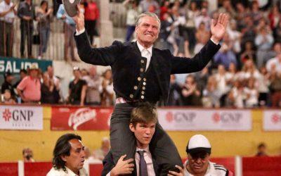Espartaco indulta un toro en el festival de Armillita en Aguascalientes