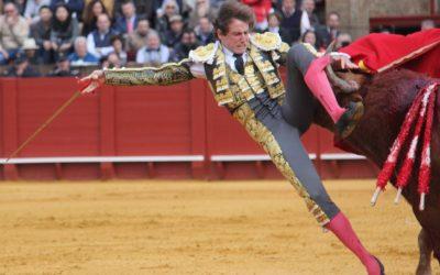 Sevilla: 2ª de abono – Grave cornada a Román y oreja para Pepe Moral al natural