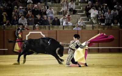 Sevilla: Frialdad extrema y poco toreo en la primera nocturna